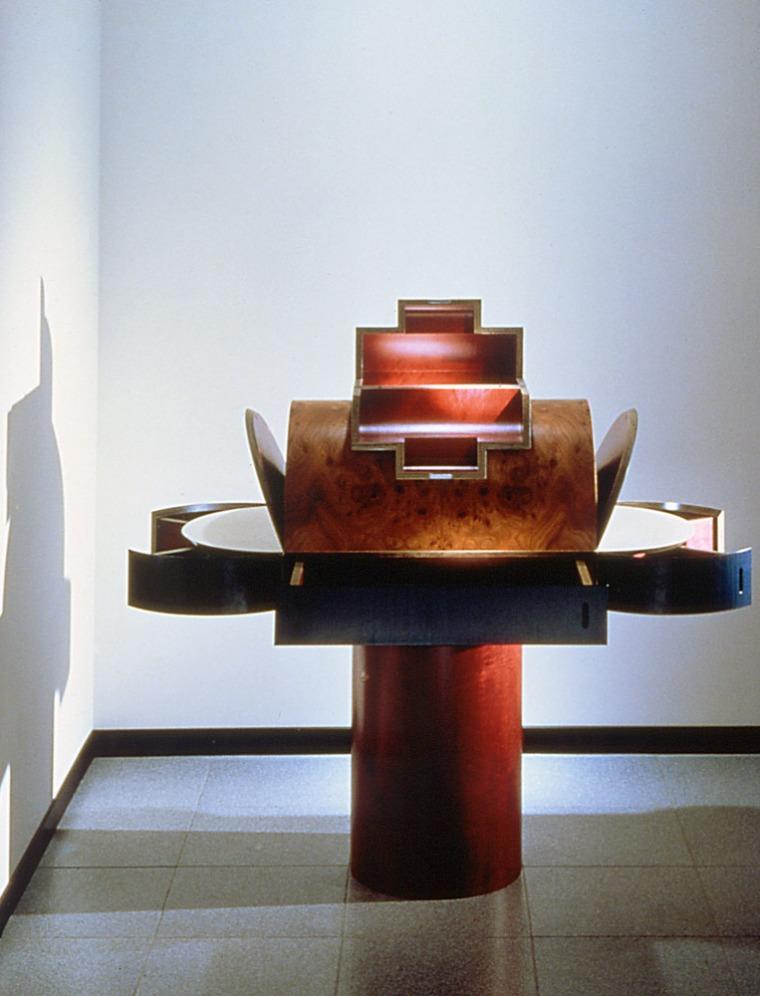 מרטין בדן, שרלוט, 1987, תוצרת ממפיס, איטליה. באדיבות מרטין בדן