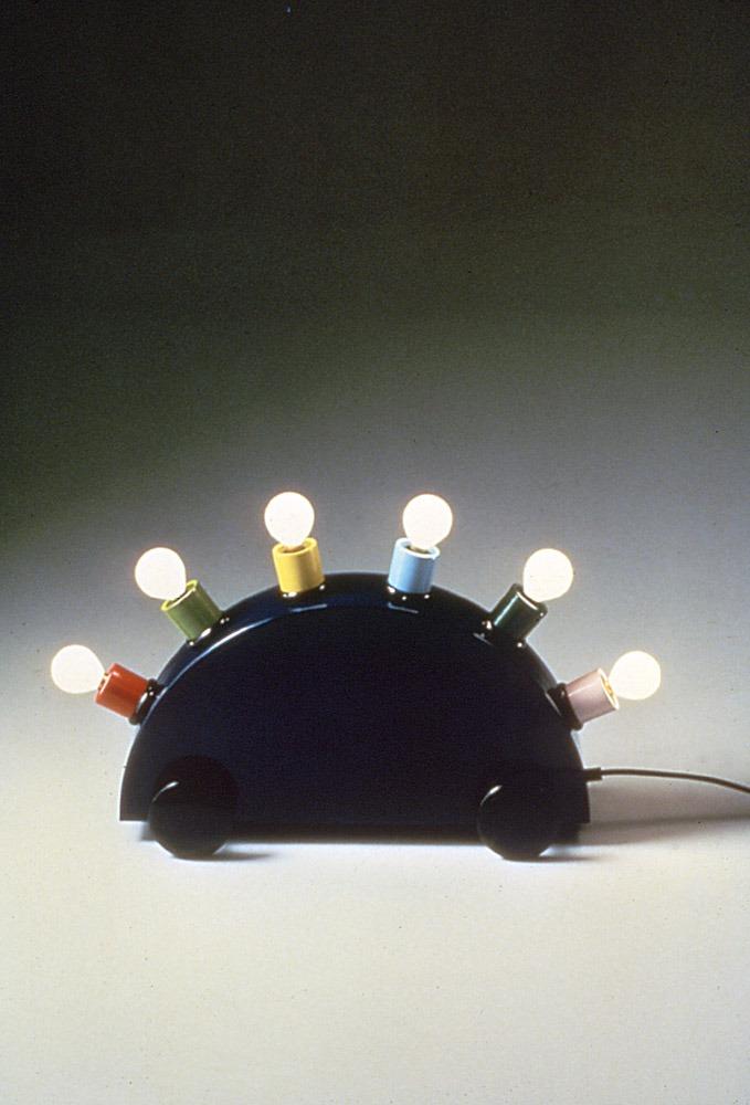 מרטין בדן, סופרלמפ, 1981, תוצרת ממפיס, איטליה. באדיבות מרטין בדן